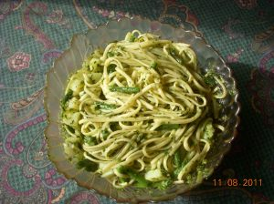 Nigella's Linguini with pesto and beans